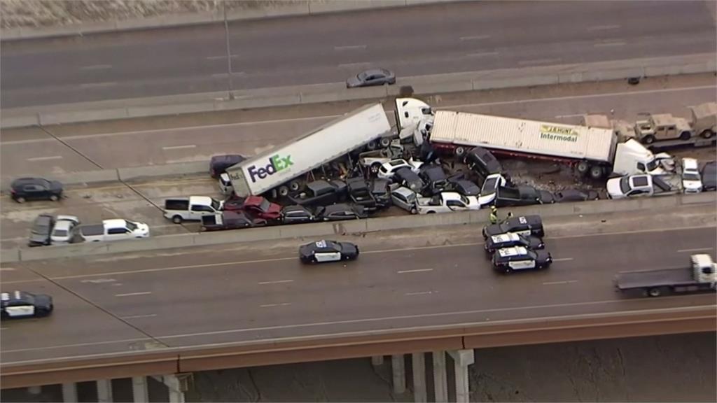 路面結冰害的?130輛車擠壓扭曲撞成堆 德州連環車禍死傷慘重