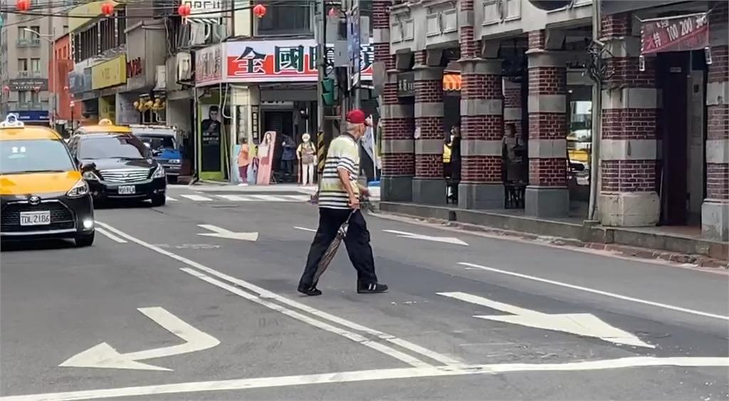 快新聞/基隆行人違規穿越馬路 一年621起死9人