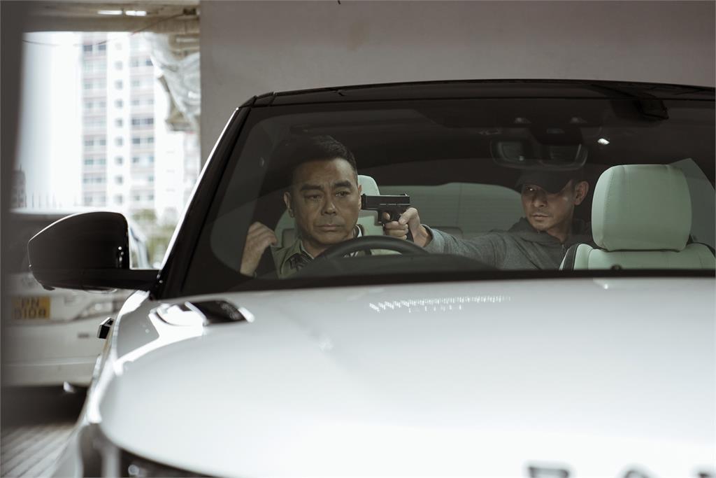 《拆彈專家2》集合原班人馬 劉德華、劉青雲難忘「瞬間被吊到八層樓高」