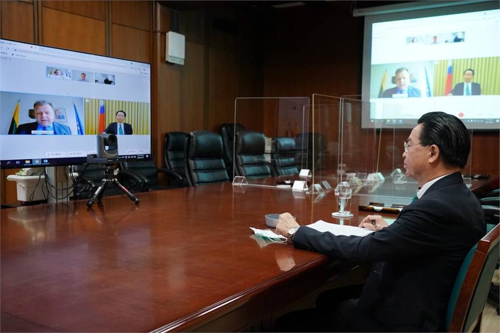 快新聞/視訊參加戰略溝通高峰會 吳釗燮分享台灣對抗假訊息經驗