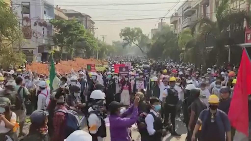 緬甸全國大罷工!軍政府突襲仰光抓走100名學生