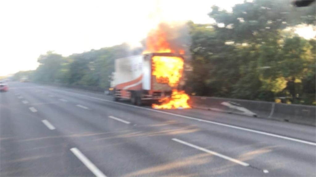 大貨車國道突著火 燒毀2萬件國家隊防護衣