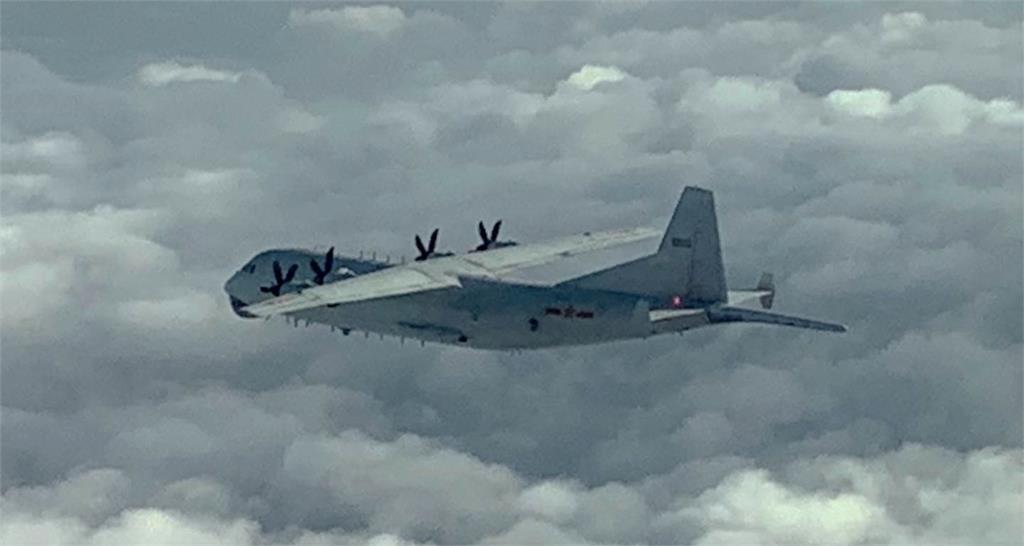 快新聞/共機運8再闖我西南空域! 空軍廣播驅離「防空飛彈追監」