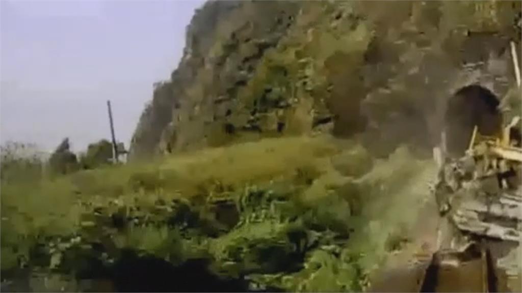 撞擊影片曝光  根本來不及剎車! 工程車滑落軌道 1分多鐘後太魯閣號撞擊
