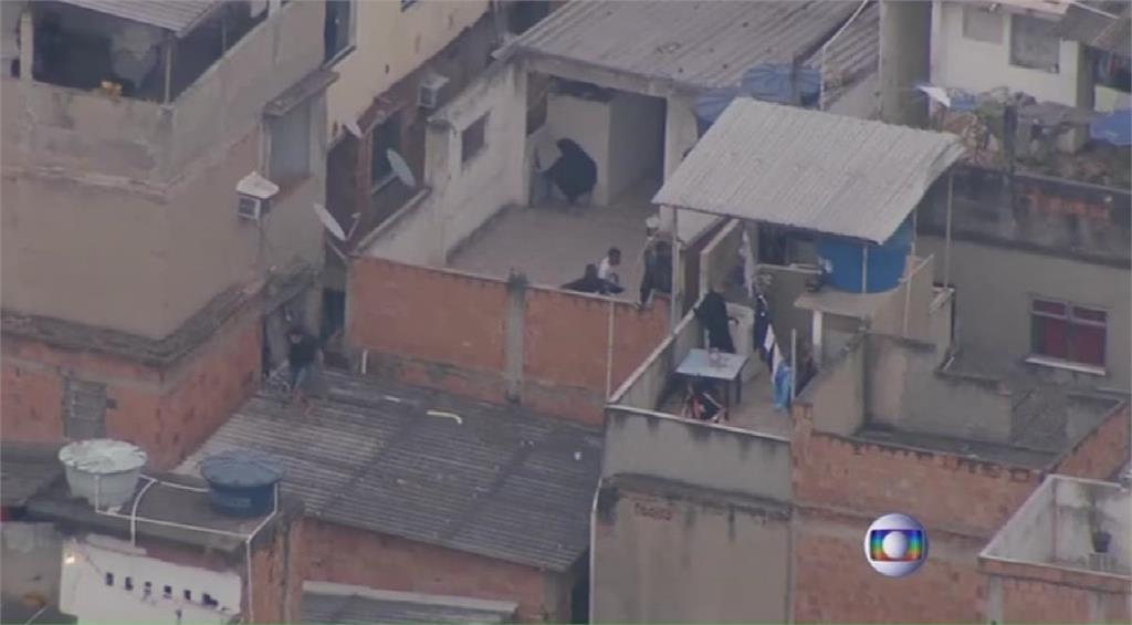 巴西里約貧民窟緝毒爆槍戰 至少1警24嫌死