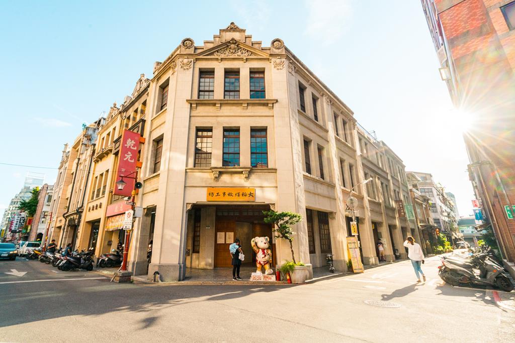 不只是年貨大街而已!曾是台灣商業、藝文、社運重心的迪化街│故事台灣