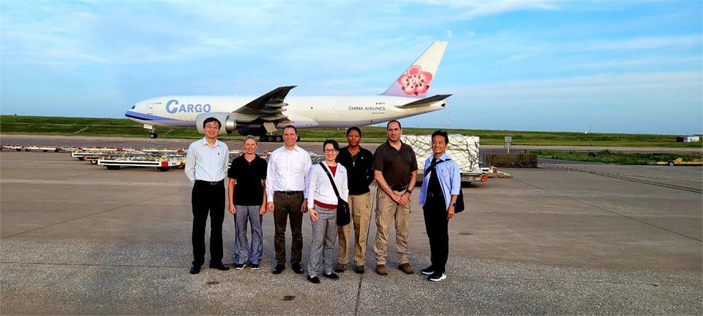 快新聞/「起飛了!」美國務院發言人發推特 疫苗在飛往台灣的路上