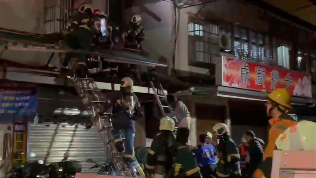 內湖公寓2樓火警 警消架梯破窗救出1女