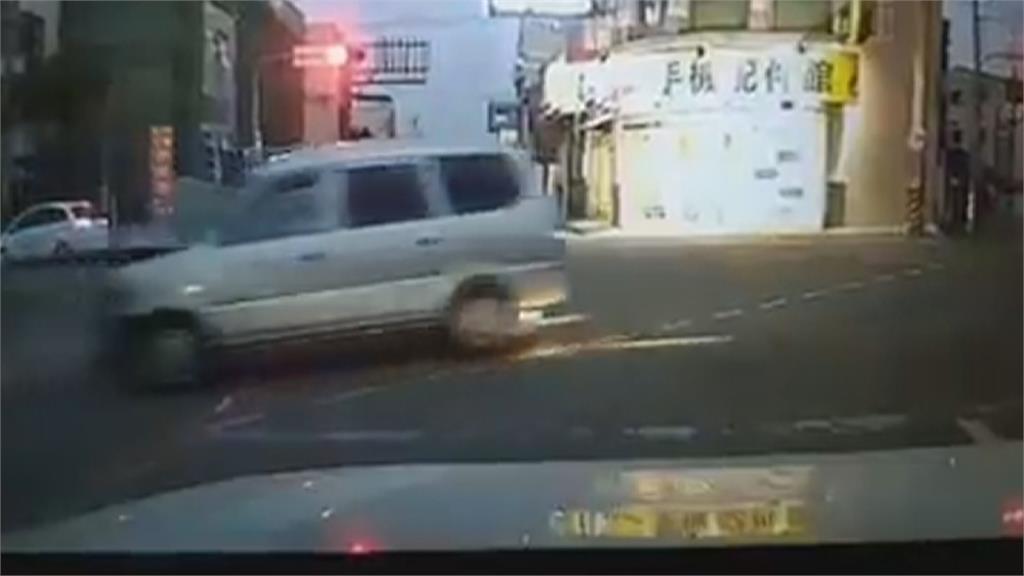醉駕連環撞 波及三車一民宅 休旅車遭猛烈衝擊 兩女險成肉餅