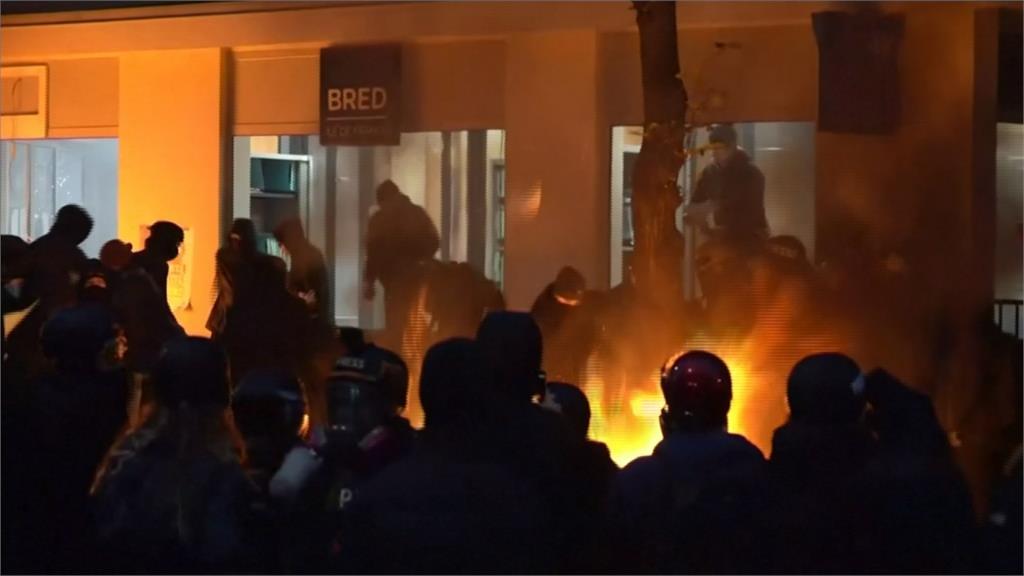 不滿禁止惡意發布員警影像 巴黎示威爆發衝突20人被逮