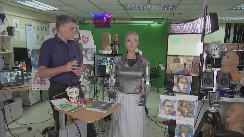 蘇菲亞藝術創作數位拍賣 近2000萬售出