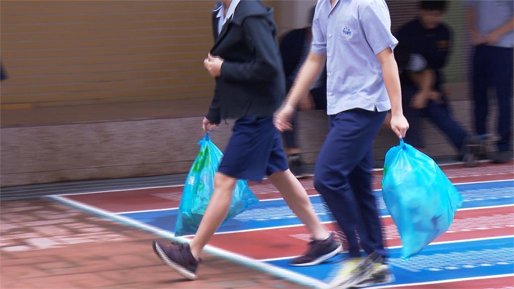大選後學校垃圾多5─6倍!學生拚命打掃
