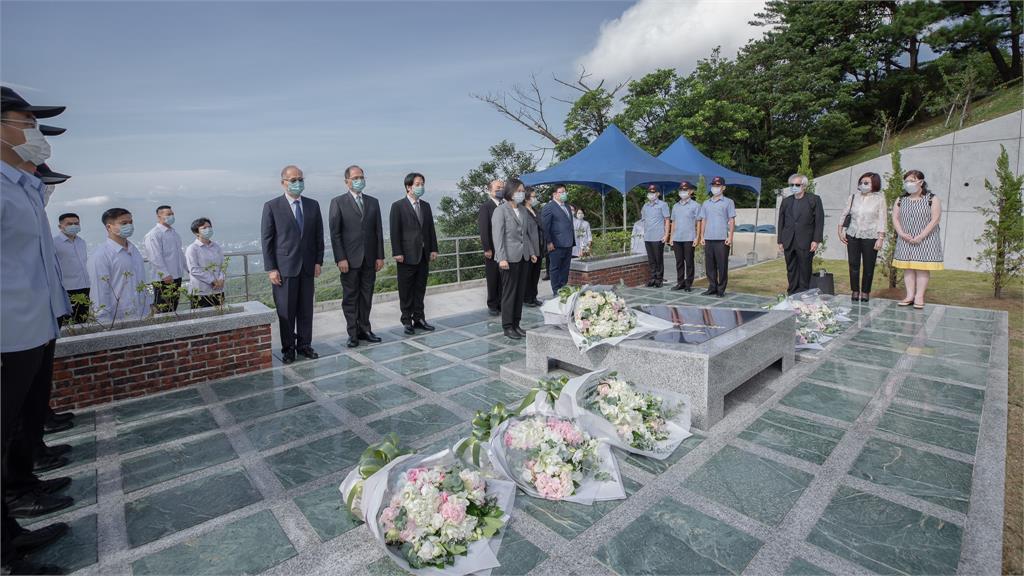 快新聞/前總統李登輝逝世1週年 蔡英文追思承諾:台灣民主之路會堅定走下去