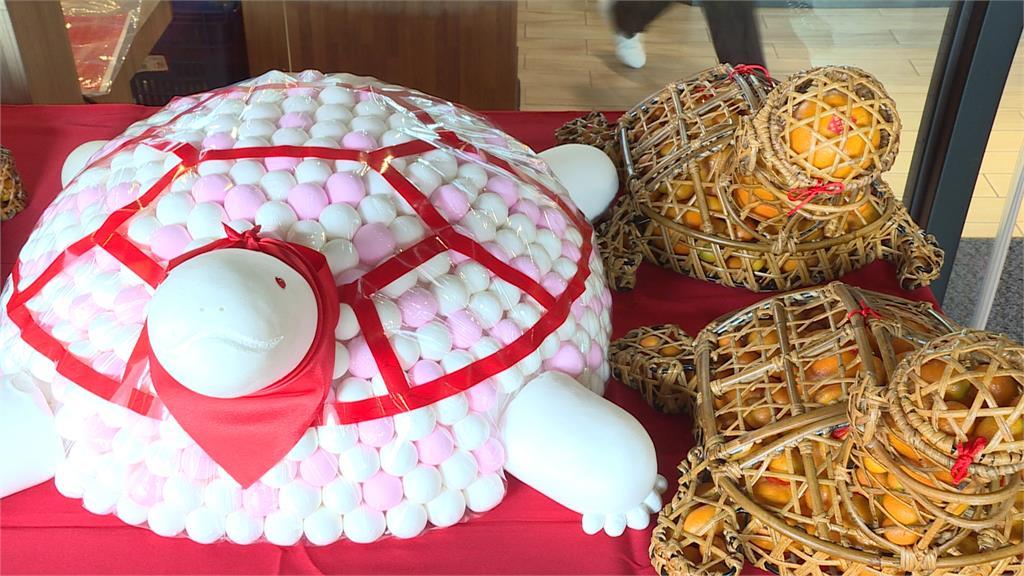 超市祭12公斤湯圓龜 祈福慶元宵!