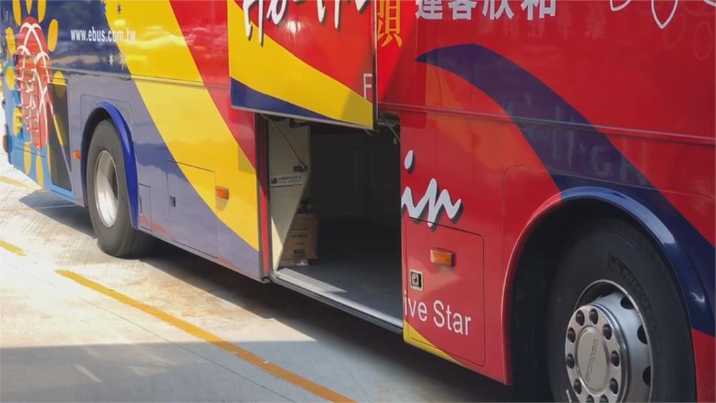 嚇死!還在拿行李 客運艙門竟關起「乘客靈巧躲過」網轟太誇張