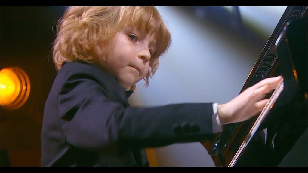 現代正太莫札特?俄國七歲鋼琴神童演奏「蕭邦夜曲」一夕爆紅!
