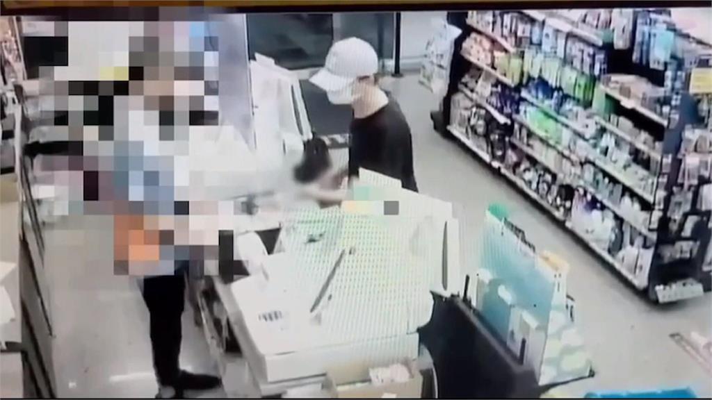騎鐵馬搶超商 店員欲奪刀「落荒而逃」