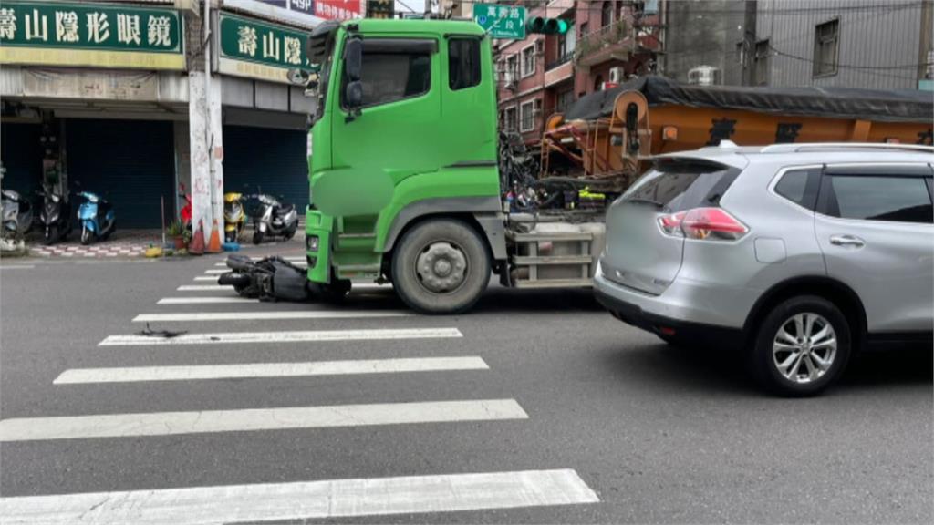 桃園龜山死亡車禍!超車不慎摔到對向 騎士捲入砂石車輪下當場慘死