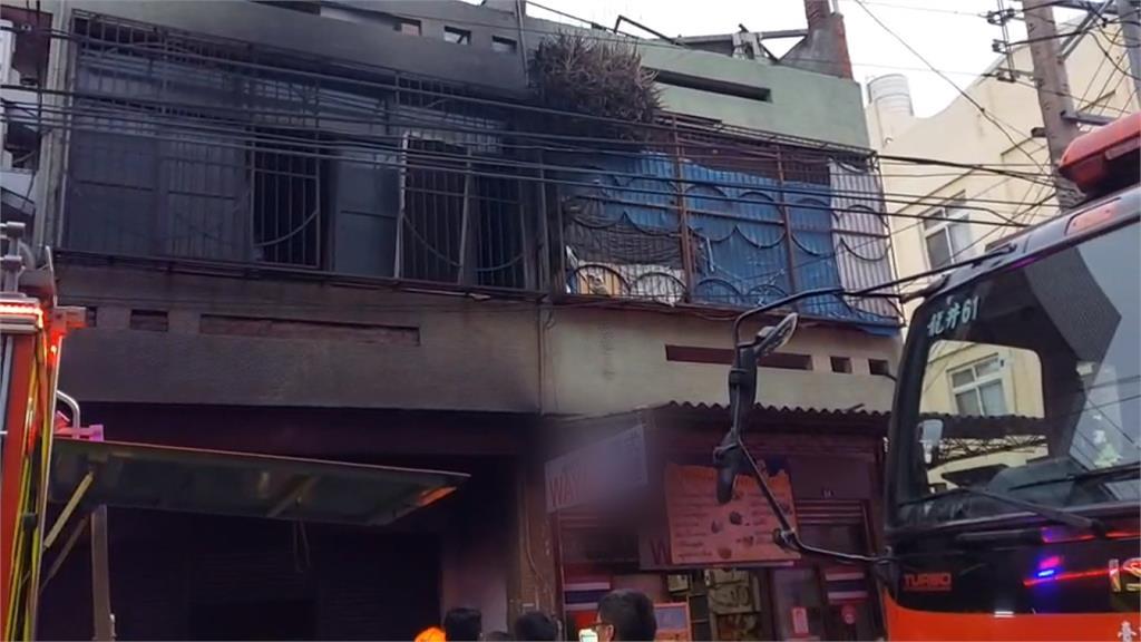 台中透天民宅清晨大火 1人跳樓逃生4人送醫