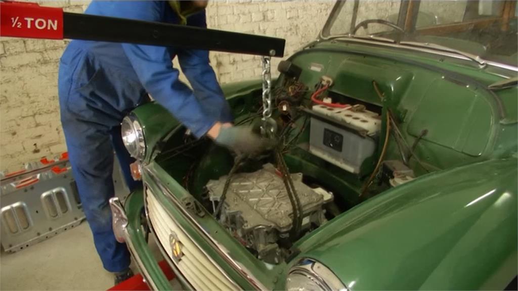 為新創事業起步!英國男將古董車變電動車