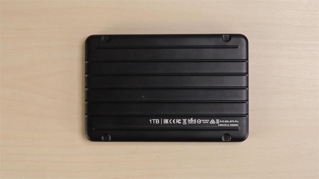 3C/讓我看看!全網首拆機揭密 廣穎 1TB 行動固態硬碟 Bolt B75 Pro