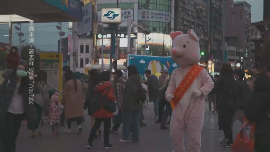 復出第二彈! 羅志祥西門町扮粉紅豬 替醫護加油