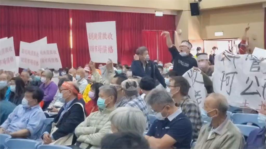 抗議竹科寶山2期徵收!民眾火爆摔椅、拿蛋砸頭