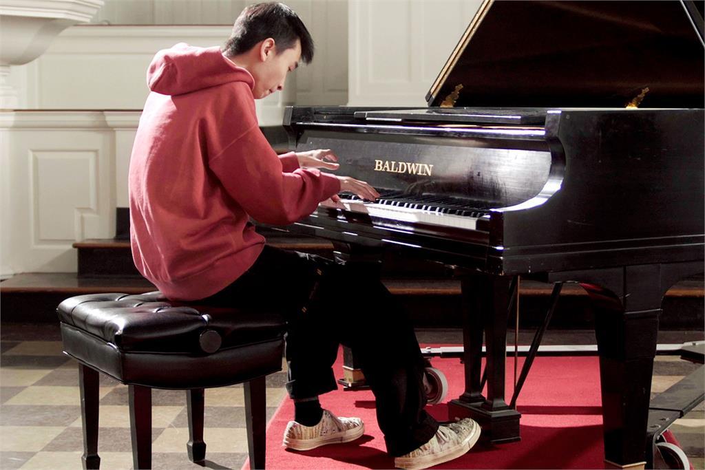 因疫情無法來台 鋼琴家自創虛擬樂團演奏蕭邦