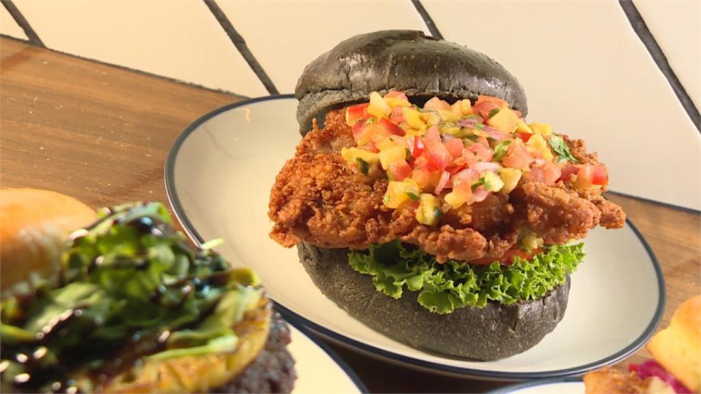 漢堡也玩水果入菜!酥炸雞腿排佐莎莎醬、高級牛排搭鳳梨超解膩
