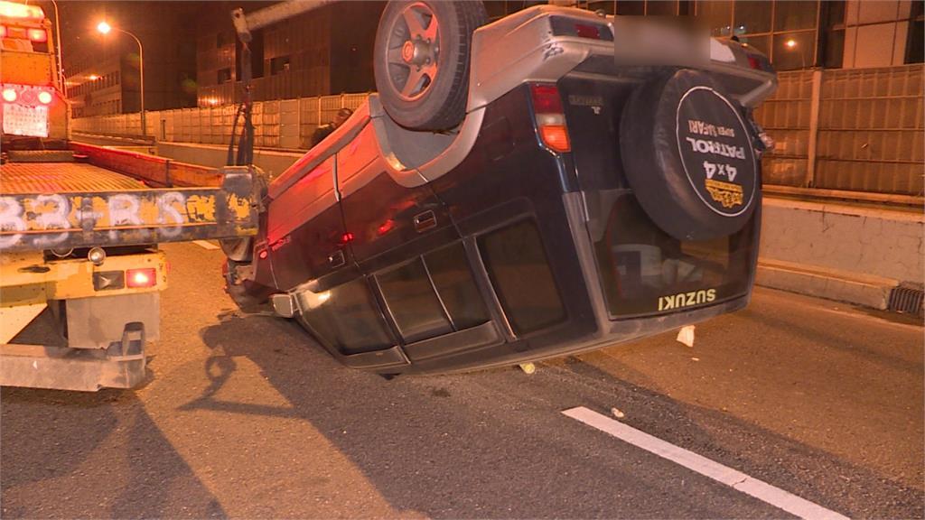 吉普車翻覆快速道路 駕駛酒測值0.44送辦