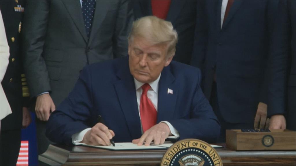 川普簽署行政令 確保美國公民優先施打美國疫苗