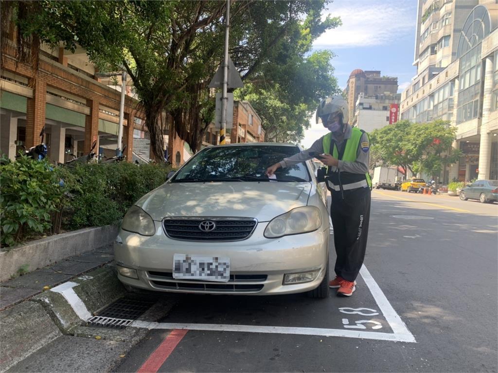 快新聞/疫情警戒降級 新北明起黃線恢復管制、路邊停車格收費