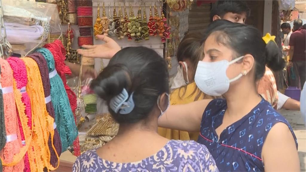 印度疫情放緩人潮湧現 專家憂6週後爆第3波