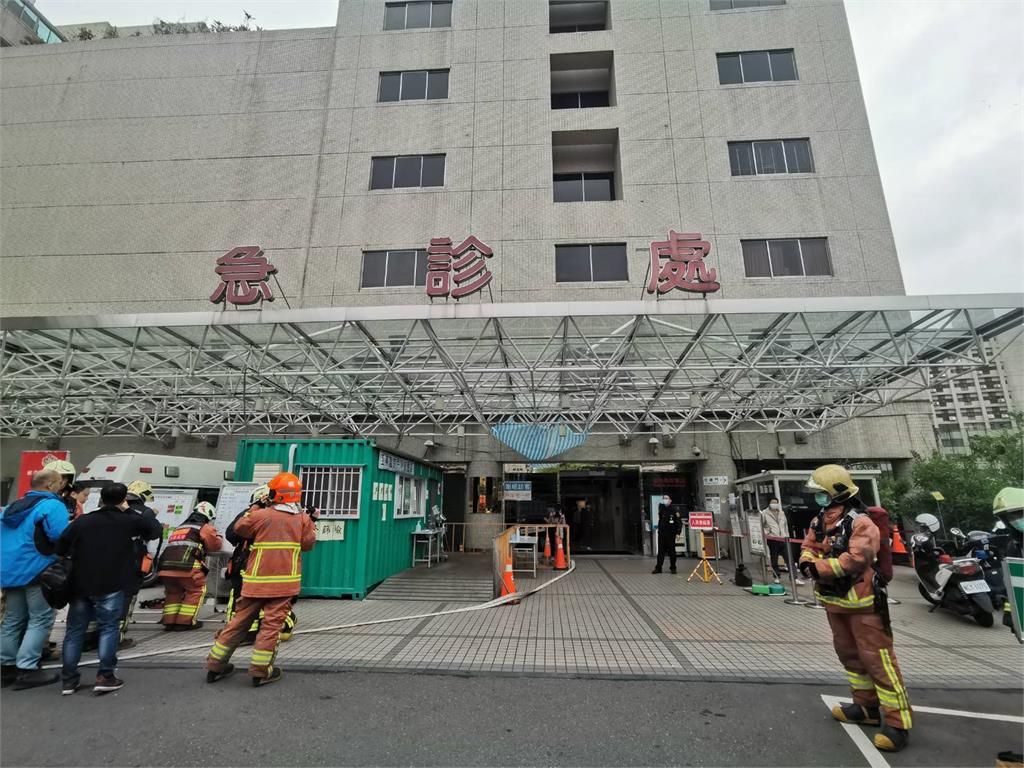快新聞/新北亞東醫院傳有「燃燒味」! 警消一度疏散院內人員