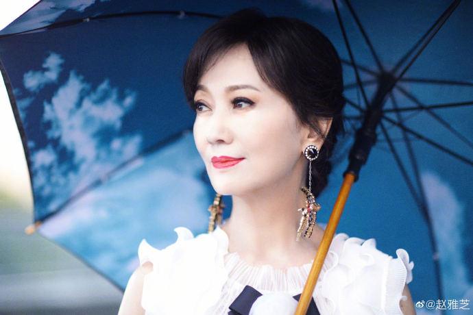 趙雅芝初登直播帶貨 全程「尷尬接不到哏」網直搖頭:有這麼缺錢?