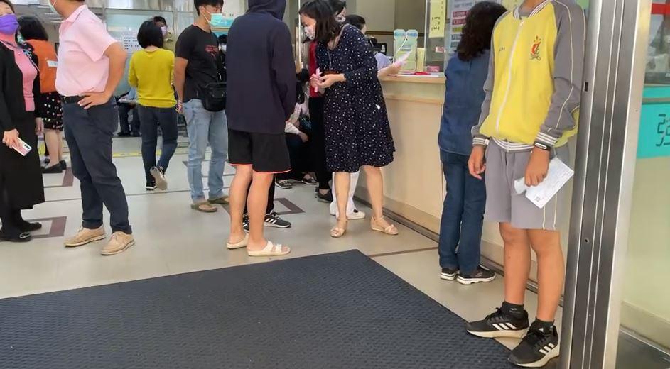 快新聞/東港高中343名學生疑食物中毒 衛生局檢出諾羅病毒「2團膳業者送辦」