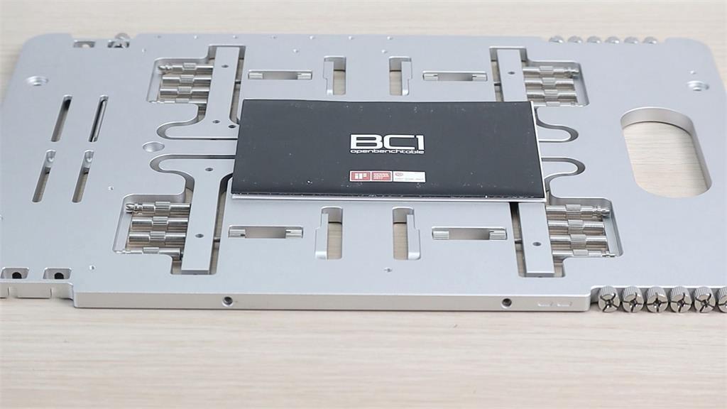 3C/PC裸測架!質感與實用性互不相讓 STREACOM BC1 Benchtable