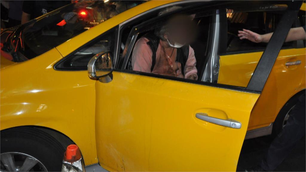 黃色轎車開進夜市撞路人 擅改成小黃色系挨罰