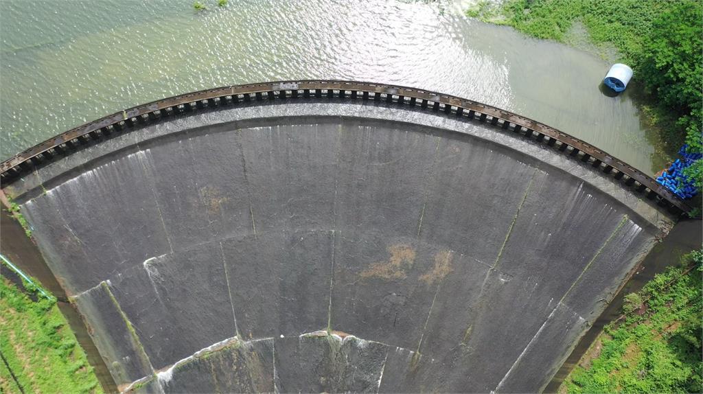 烏山頭水庫大進補!睽違3年首見「自然溢流」蓄水量直逼8000萬噸