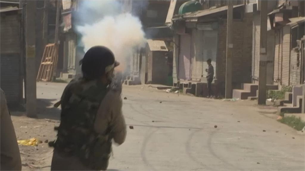 印屬喀什米爾爆街頭槍戰 反叛軍3死、1平民亡