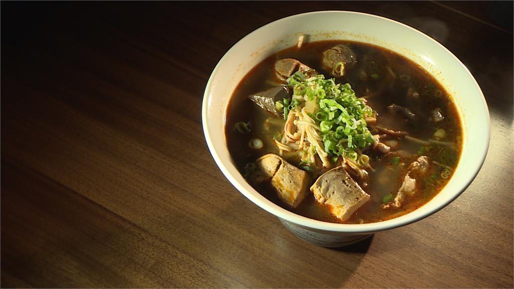 越南河粉巧搭麻辣湯頭  牛小排襯托甘甜