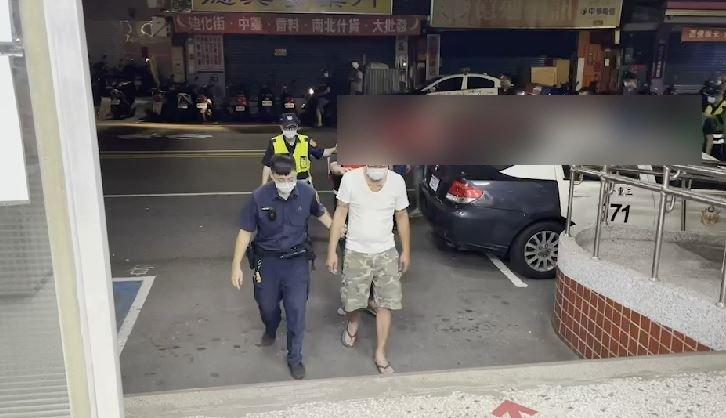 快新聞/中秋夜烤肉買酒插隊! 「三重21人大亂鬥」1人背部濺血、記者也遭殃