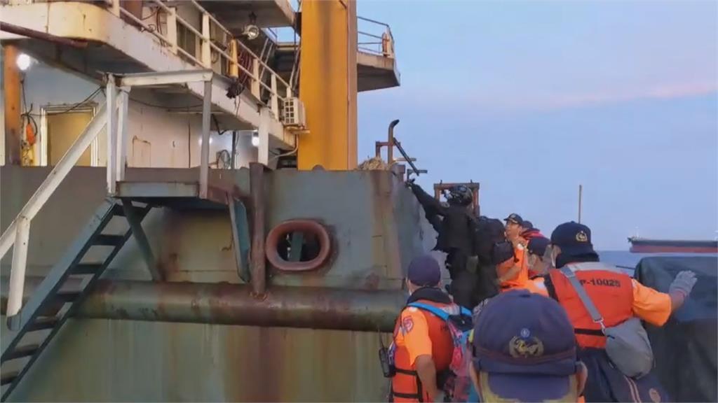 中國抽砂船猖獗!海巡人員疲於奔命 政院最高重罰八千萬