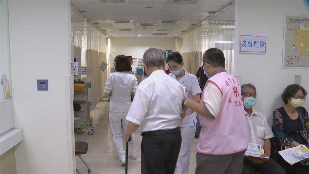 本土疫情升溫 亞東醫院1.5hr突破200人掛號
