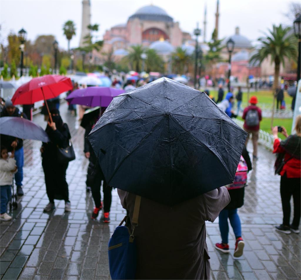 颱風盧碧強襲日本九州 嚴防「強風驟雨」超過25萬人收避難警示!