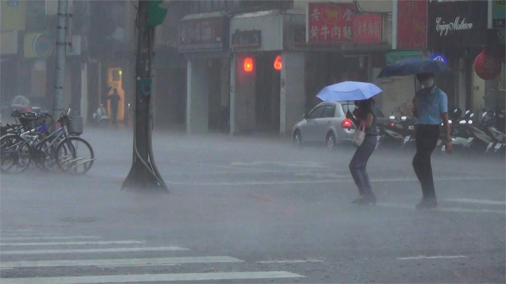 快新聞/大雨炸台!全台10縣市豪大雨特報 未來一週慎防積淹水