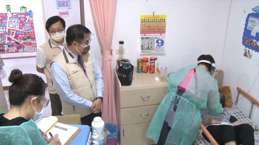 <em>快新聞</em>/5.6萬劑AZ疫苗送達台南!今天「長照機構」率先開打