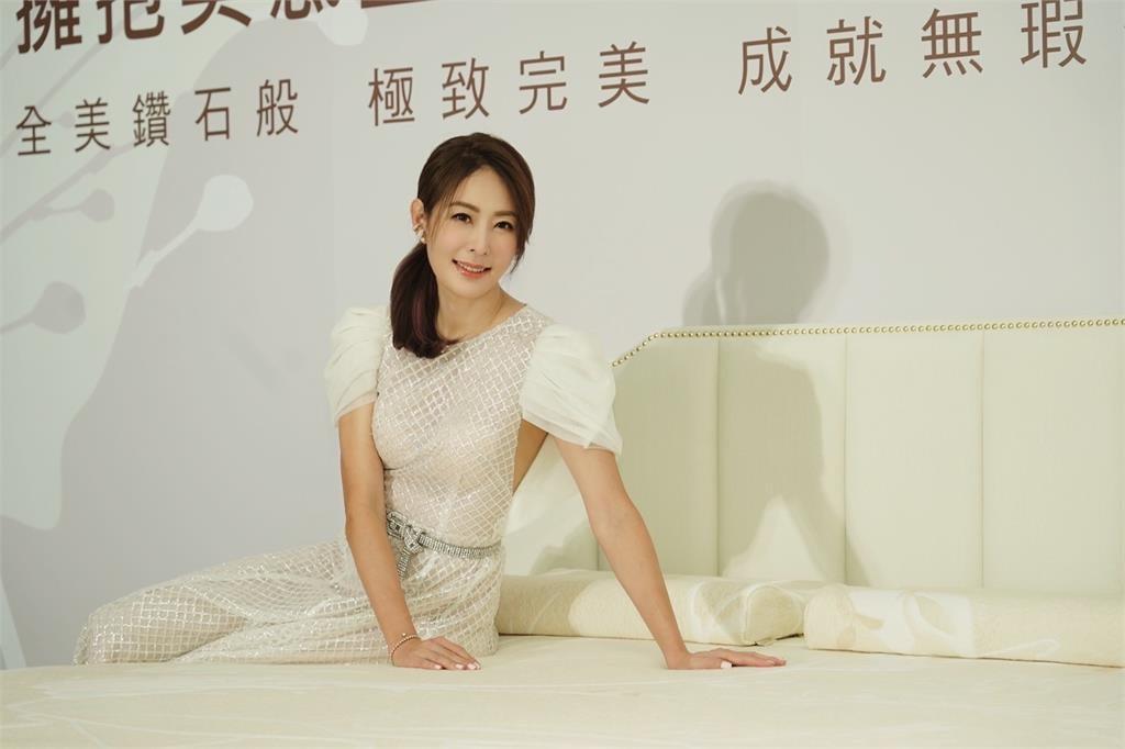 防疫女神賈永婕代言 床墊訴求除濕、除臭功能