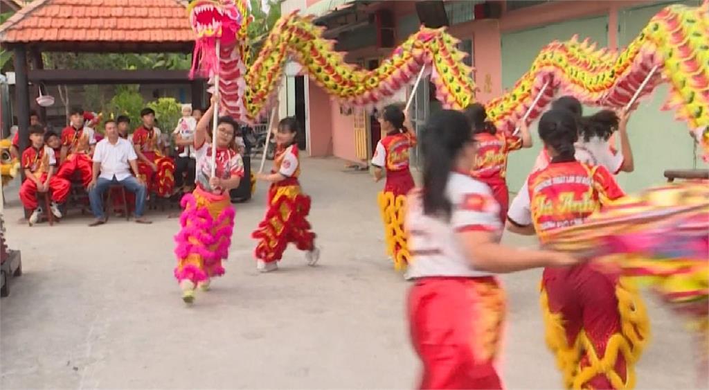打破傳統限制 越南女性挑戰舞龍舞獅