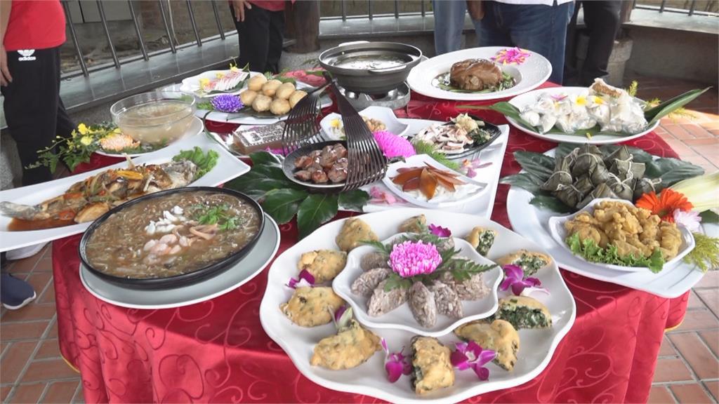 鹿港古早味就在這一桌! 蚵仔煎、蝦猴、蔴荖潤餅、鳳眼糕道地好味